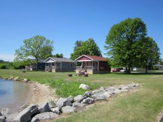Also at the marina are 4 cabin rentals...these are full most of the season.
