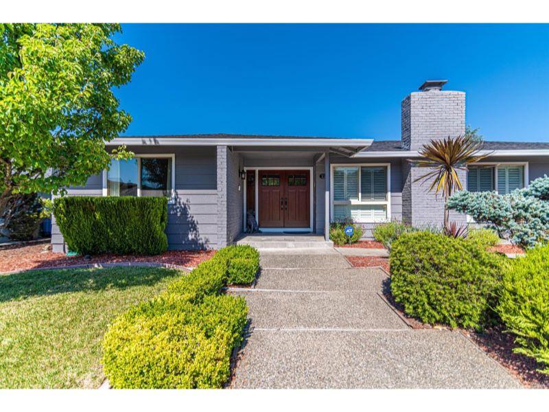 114 Valley Lakes Drive,  Santa Rosa, CA 954…