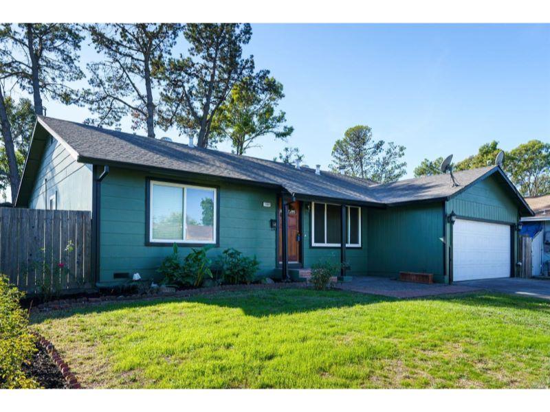 1542 Surrey  Drive,  Santa Rosa, CA 95401