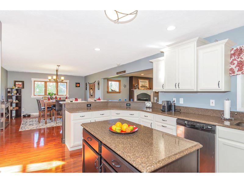 9764 Lakewood Dr Zionsville IN-012-26-Kitchen-MLS_Size