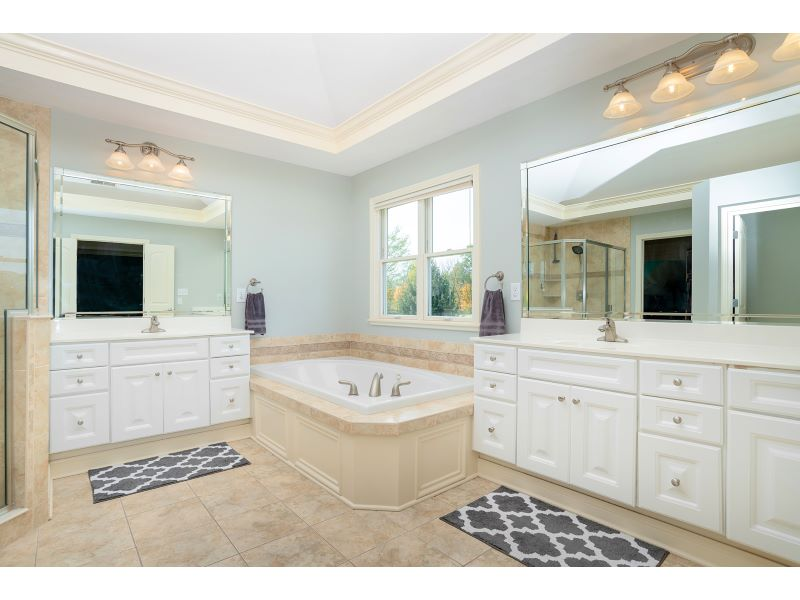 16_Master Bathroom