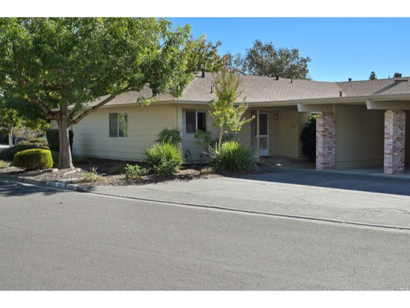 402 Twin Lakes Circle,  Santa Rosa, CA 9540…