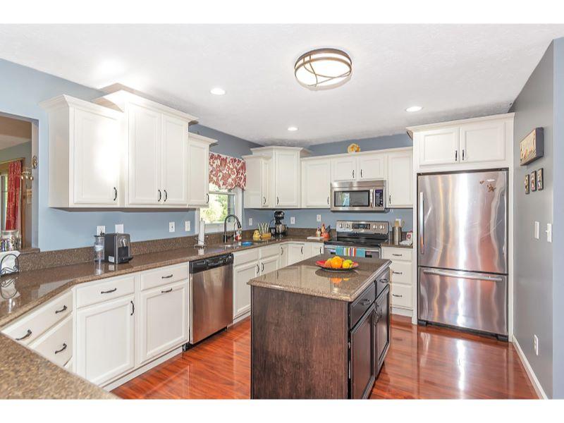 9764 Lakewood Dr Zionsville IN-011-13-Kitchen-MLS_Size