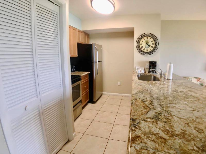 7_Ocean Pointe 5407 Kitchen