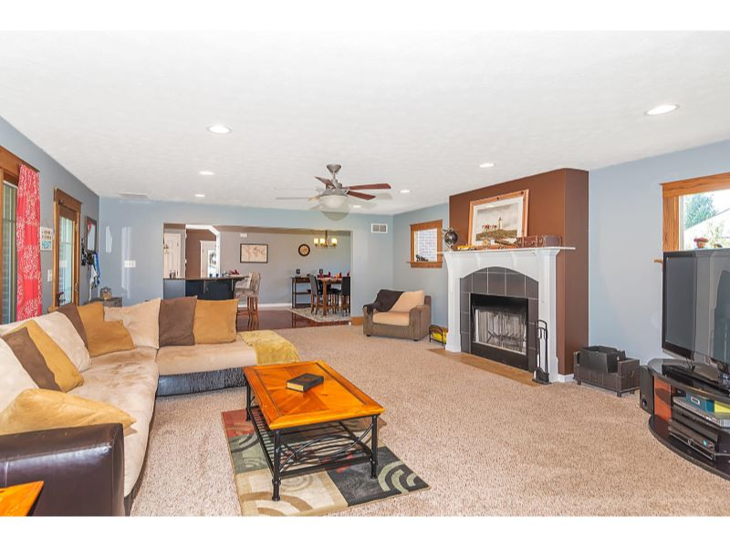 9764 Lakewood Dr Zionsville IN-007-14-Family Room-MLS_Size