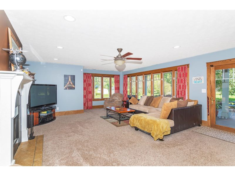 9764 Lakewood Dr Zionsville IN-006-24-Family Room-MLS_Size