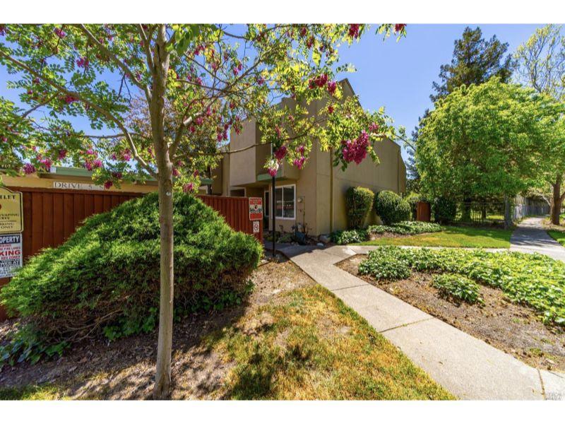 3082 Yulupa Avenue,  Santa Rosa, CA 95405