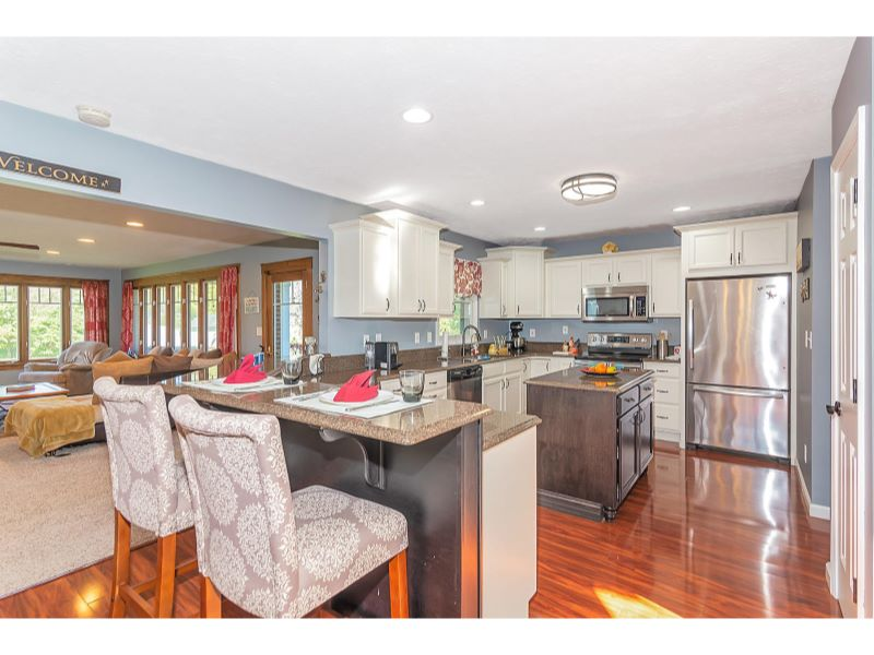 9764 Lakewood Dr Zionsville IN-010-17-Kitchen-MLS_Size