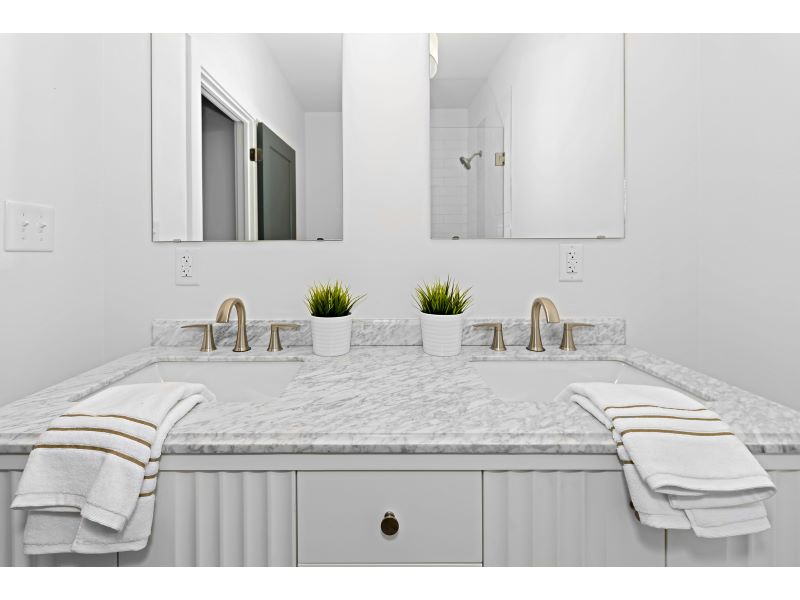 17_Master Bathroom