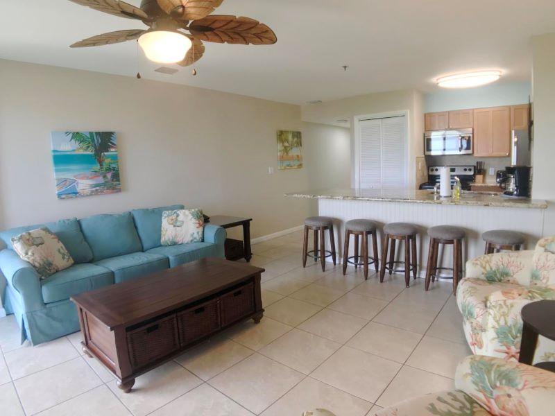 5_Ocean Pointe 5407 Living Room