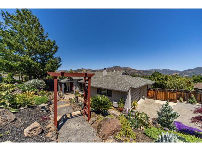 436 Oak Vista Drive,  Santa Rosa, CA 95409
