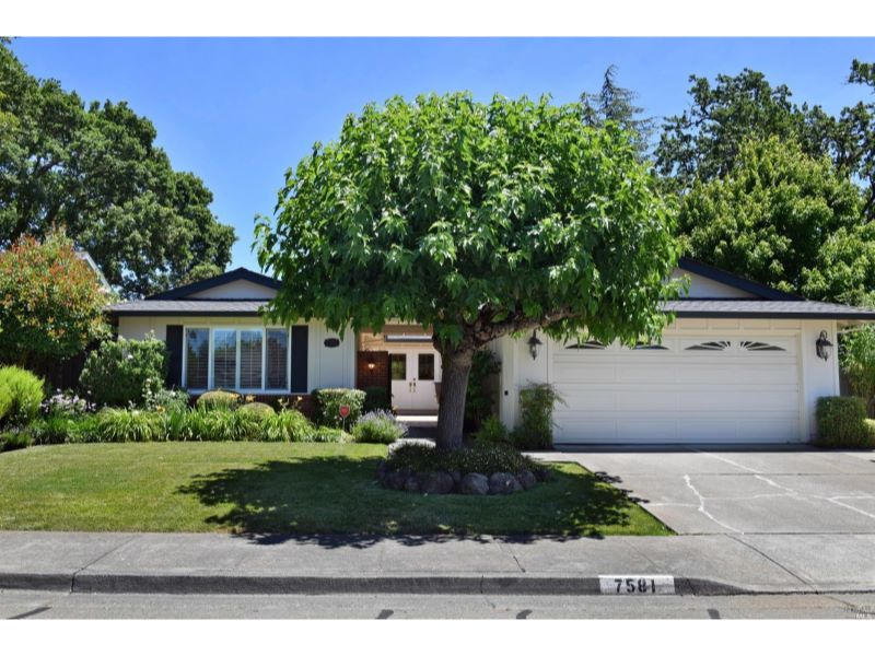 7581 Oak Leaf Drive,  Santa Rosa, CA 95409