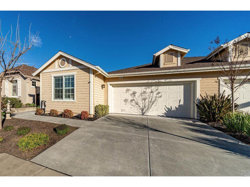 9453 Oak Trail Circle,  Santa Rosa, CA 95409