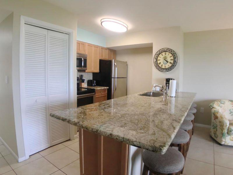 9_Ocean Pointe 5407 Kitchen