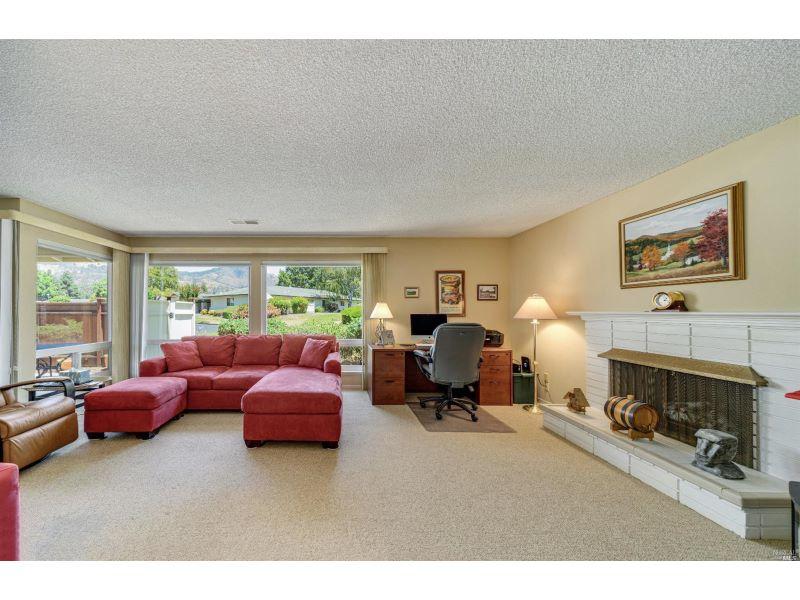 375 Rockgreen Place,  Santa Rosa, CA 95409