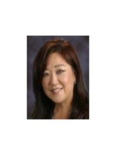 Sandy Lee - Real Estate Agent